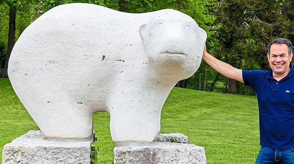 Der neue Naturstein-Eisbär im Freibad Ingolstadt